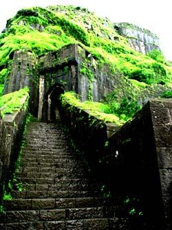india travelogue trekking monsoon trekking lohadgarh